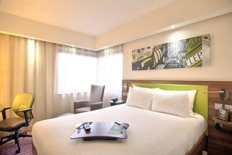 Hampton by Hilton bedroom