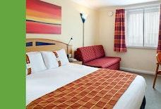 EMA Holiday Inn Express BEDROOM