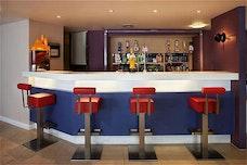 Holiday Inn Express bar