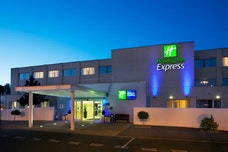 Holiday Inn Express at night
