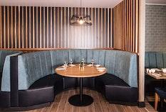 LGW Crowne Plaza Felbridge Que Restaurant Booths